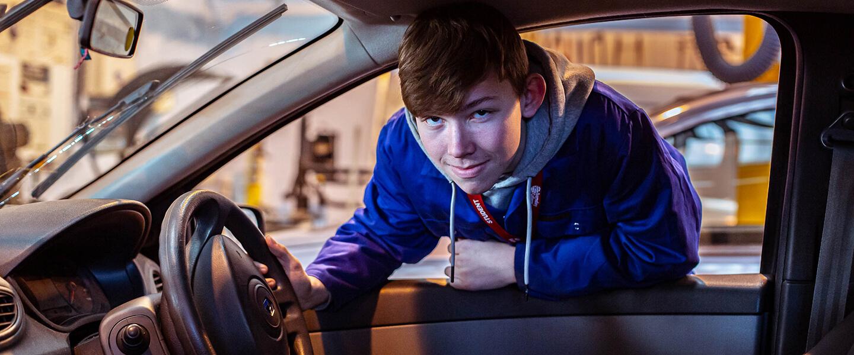 Motor Vehicle Engineering student